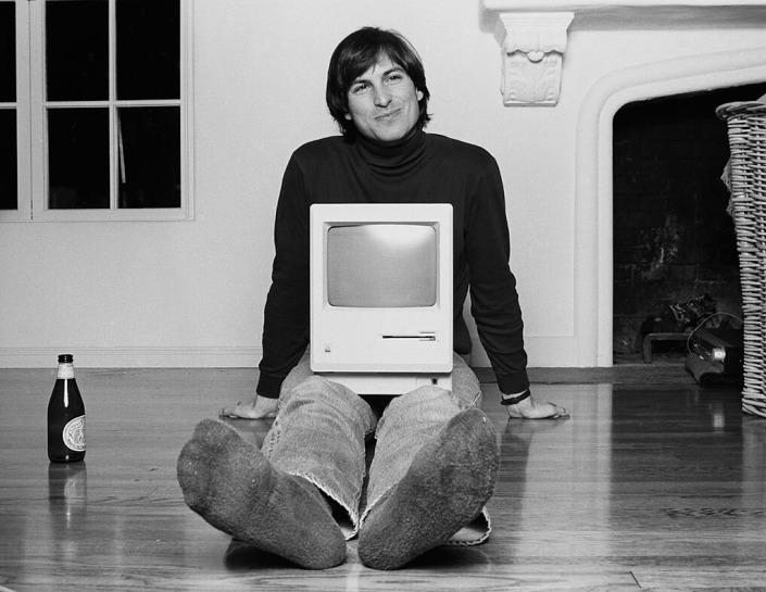 Steve-Jobs_Macintosh-2