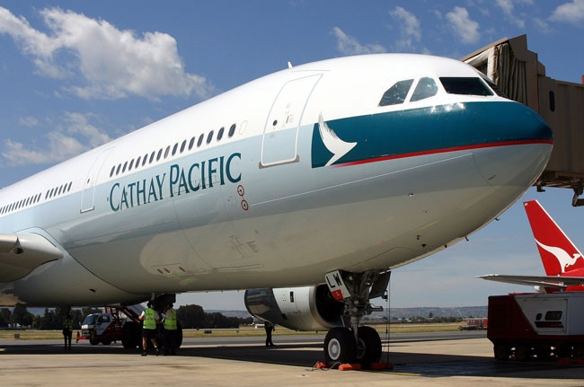 Cathay-Pacific_Boeing-777-300ER_