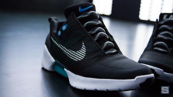 Soberano abolir humedad  Las zapatillas futuristas de Nike que se atan solas ya tienen fecha de  lanzamiento « iOSFácil | Blog sobre tecnología especializado en Apple