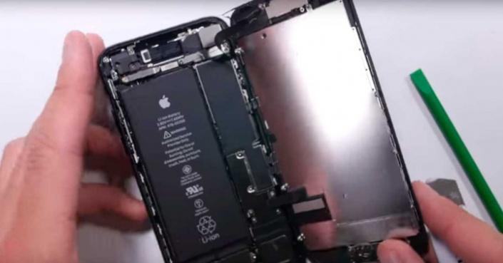 apple_iphone-7_interior_