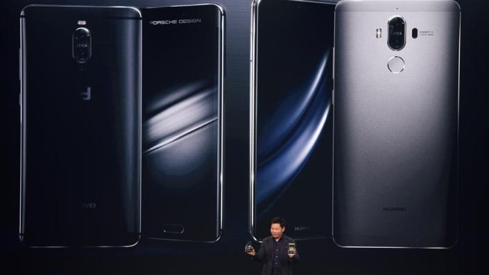 Richard Yu, CEO of Huawei Consumer, presentando el Huawei Mate 9. (Christof Stache / AFP).