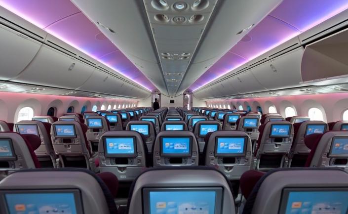 Interior de la clase 'Economy' de un Boeing 787-8 de Qatar Airways.