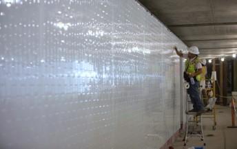 Las paredes de uno de los túneles subterráneos por los que los coches pasarán