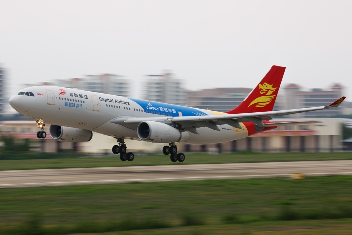 beijing-capital-airlines_airbus-a330_