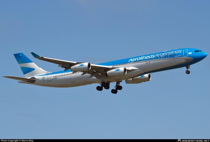 Airbus A340-313 de Aerolineas Argentinas con matrícula LV-CSE .