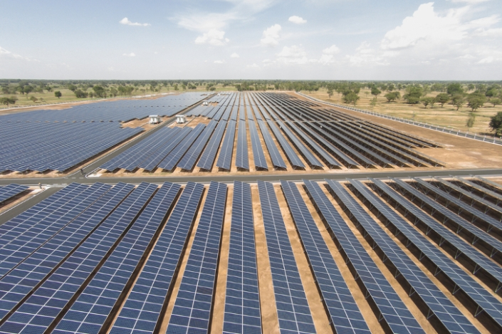 apple_granja-solar_farm_placas_