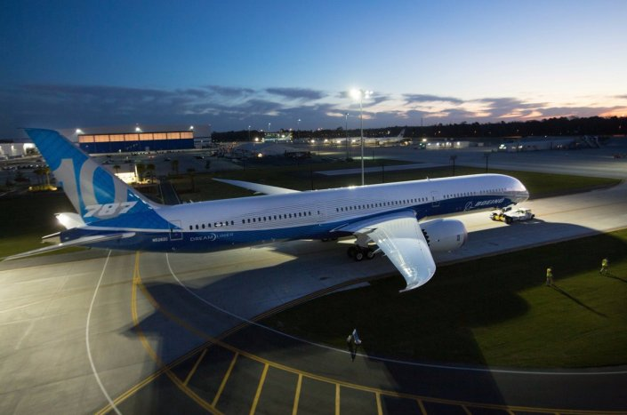 boeing_787-10_roll-out_
