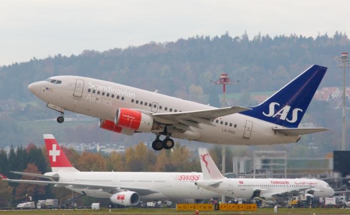 sas_scandinavian_airlines_boeing-737_